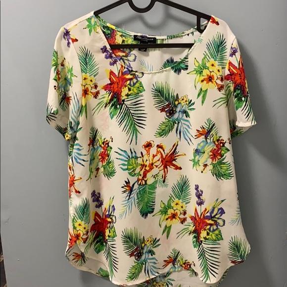 🎀4/$35🎀 Floral Print Shirt